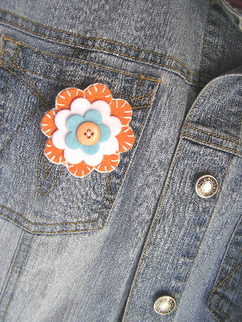 Flower_pin_on_jacket_2